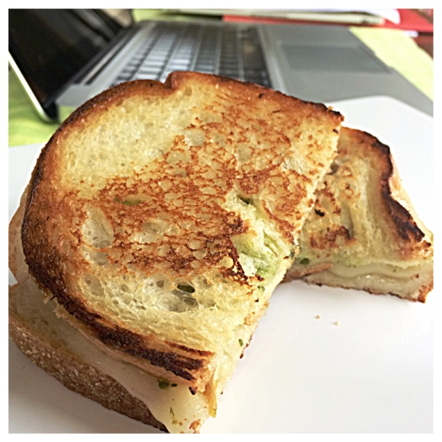 Grilled Provolone Cheese with Green Sauce